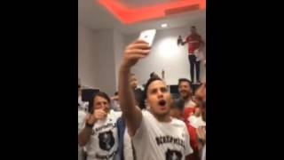 Beşiktaş Şampiyonluk Sonrası Soyunma Odası: Futbolcular ve Şenol Güneş'in Sevinci