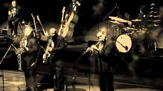 Paolo Conte - Gli impermeabili (Live Umbria Jazz 2009)