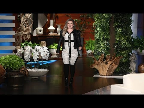 Download Youtube: Kelly Clarkson Talks Choosing 'The Voice' Over 'American Idol'