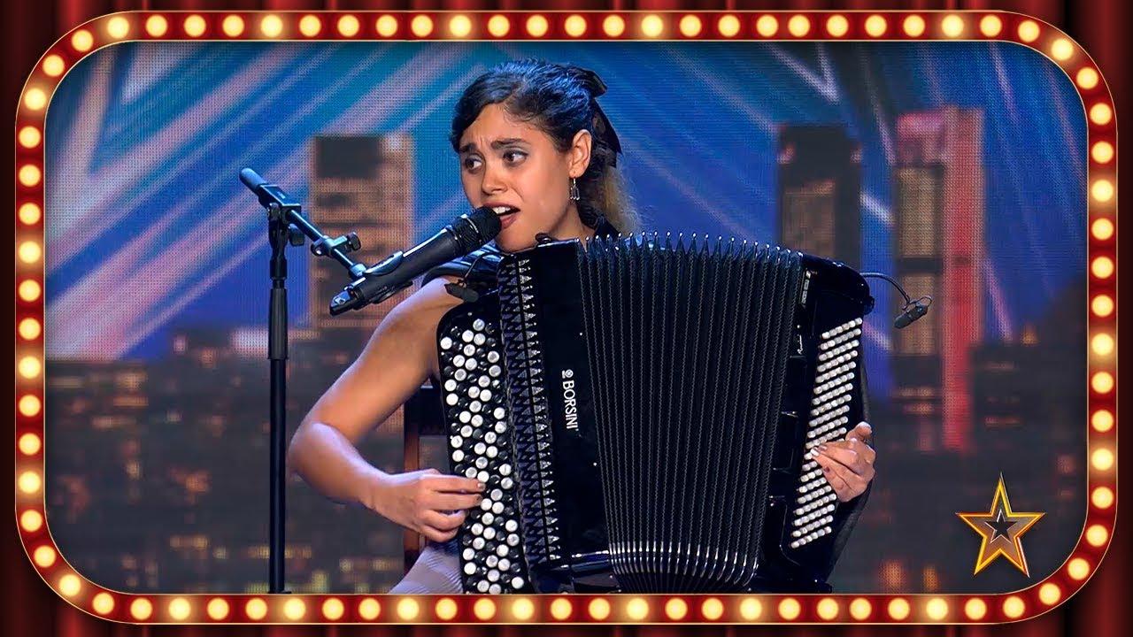 Con su ACORDEÓN, esta CANTANTE muestra su vena OSCURA | Inéditos | Got Talent España 2019