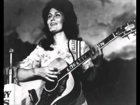 Loretta Lynn ~ Happy Birthday (1967) [LIVE]