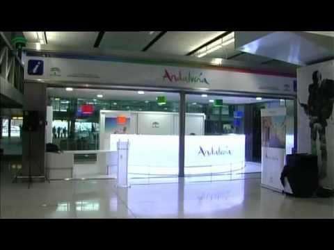Oficina de turismo en el aeropuerto m laga youtube for Oficina de turismo malaga