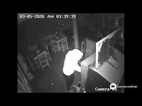 VÍDEO: Las imágenes del robo en el Bar Puerta la Mina de Lucena