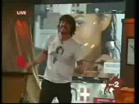 Dave Grohl dances