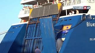 Blue Star Paros: Πρόσκρουση του καταπέλτη επιβατών στο λιμάνι της Σύρου