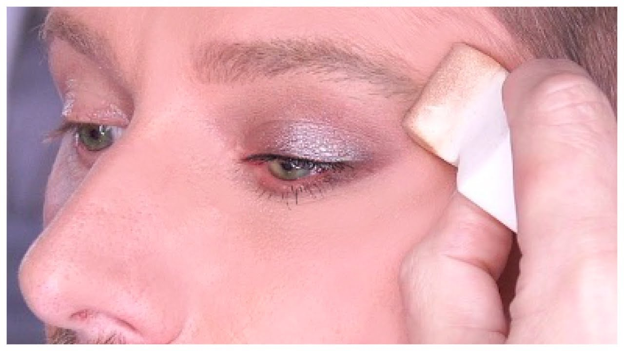 HOW TO BLEND EYESHADOW WITH A SPONGE!