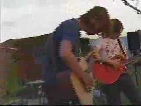 Astrid - Play Dead (Live at T In The Park 2000)