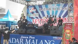 Download lagu SIXTEM (Cuplikan Festival Band 17th Anniversary Jawa Pos Radar Malang