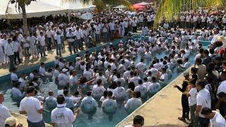 Más de 5 mil personas se bautizaron en un solo día