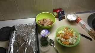 Молодая картошка с курицей и укропом в духовке