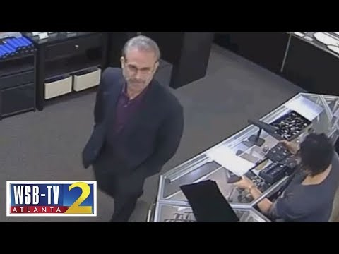 Man swaps $28,000 diamond with fake in jewelry store