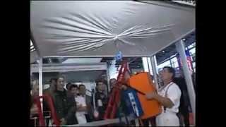 Эластичность французских натяжных потолков(www.e-wi.ru Снято на одной из выставок, видео о французских натяжных потолках. Рекомендовано к просмотру всем..., 2012-03-10T09:50:11.000Z)