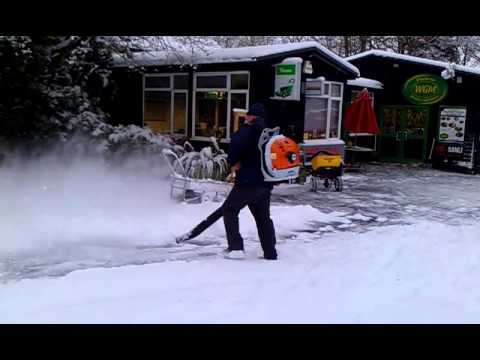Stihl Br600 Magnum Blower Snow Blowing Youtube