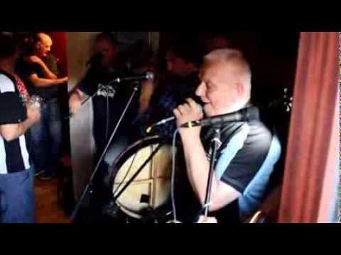 Fantastic Irish pub music:
