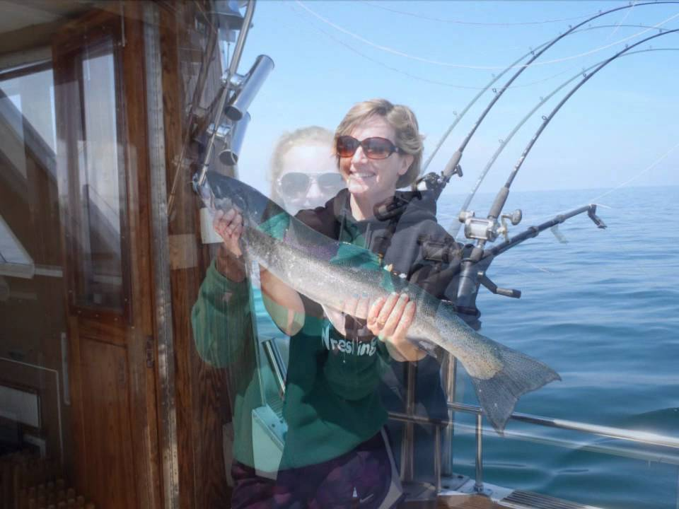 Lake superior charter fishing aboard the nomad black for Lake superior charter fishing