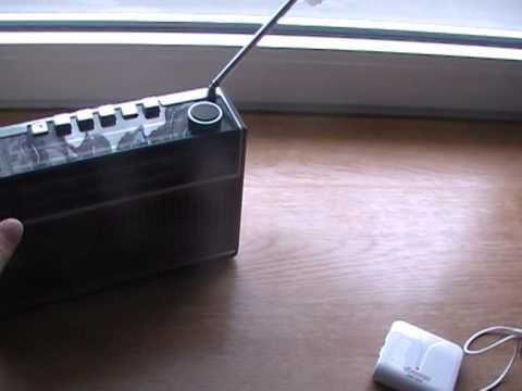 Oldies (Webradio) auf einem alten Kofferradio hören