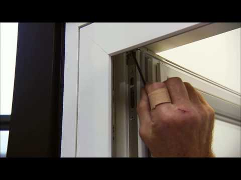 Adjustment of tilt and turn windows and doors