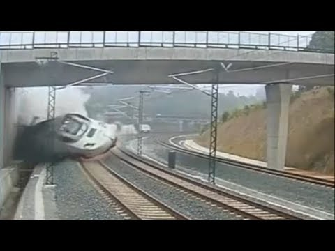 Spain Train CRASH Slow Motion in Santiago || Accidente de tren en Santiago Compostela Camara lenta