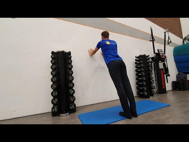 Scapula push up tegen muur