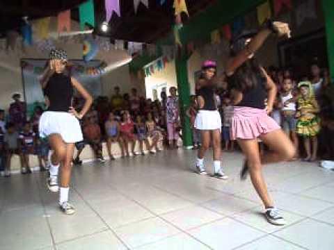 meninas dançando as poderosas