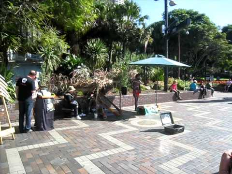 Didgeridoo and Electronic Music at Circular Quay, Sydney