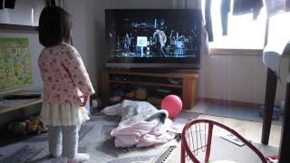 B'zのライブジムへようこそで興奮する2歳1か月