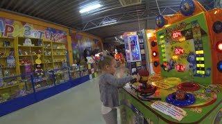 НИНО играет в детской игровой комнате, ВЛОГ, игровые автоматы :: VLOG, nino, indoor playground