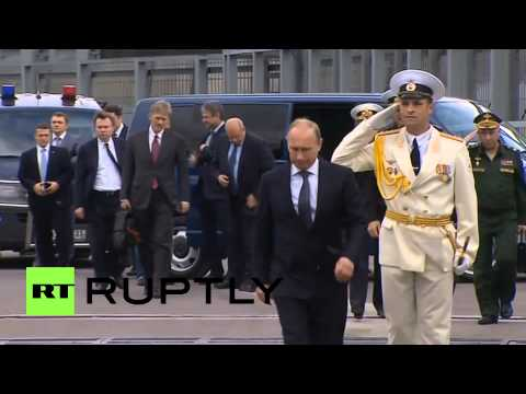 Russia: Putin visits destroyer Vice-Admiral Kulakov in Novorossiysk