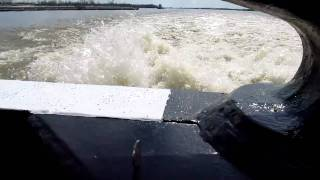 3000hp towboat..... smoooth...