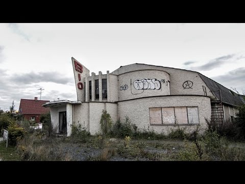 Abandoned 80's cinema - Urbex