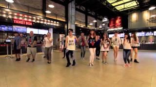 Download lagu MACARENA FLASHMOB SistarBro MP3