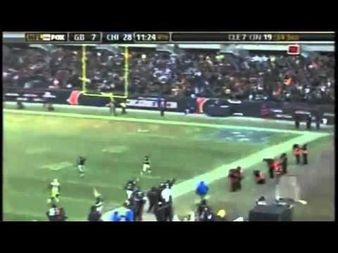 Brian Urlacher 85 Yard Interception TD on Brett Favre