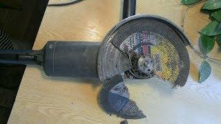 простой способ как открутить диск болгарки без ключа