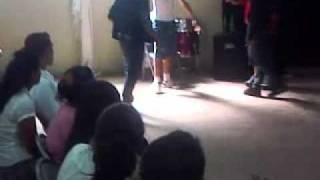 drama de las pandillas en las escuelas