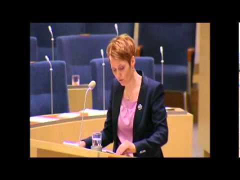 Monica Green (s) blir ägd av it-minister Anna-Karin Hatt (c)
