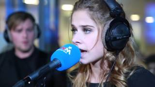 MNM: Taylor Swift - Shake It Off (cover door Laura Tesoro)