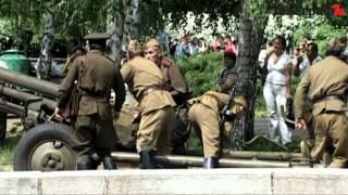 Кременчужанам показали реконструкцию боя за Берлин(, 2012-05-07T07:17:01.000Z)