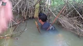 जंगली बांस में खमेर किसान मछली पकड़ने के केकड़े - कैसे केकड़े जाल बनाने के लिए