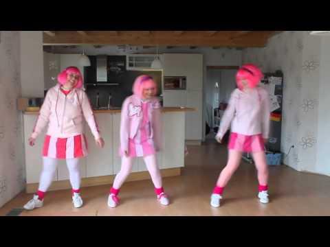 Viivi13, Bubble093 and SportaBecki dancing to Bing Bang