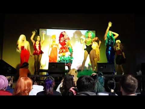 Presentación final del show de drag queens