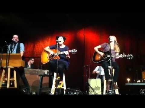 Saviors Here ukulele chords - Kari Jobe - Khmer Chords