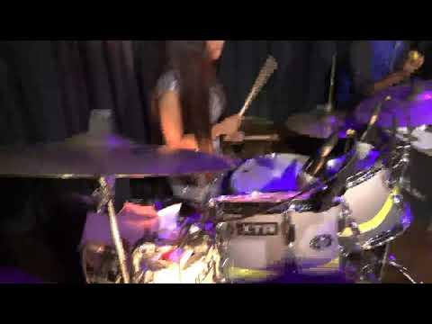 Pucho Na Yaar Kya Hua Lady Drummer