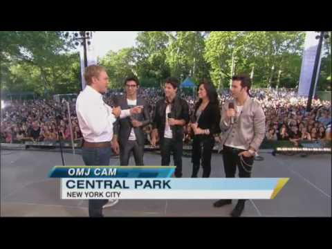 Chatting With Nick, Joe, Kevin And Demi