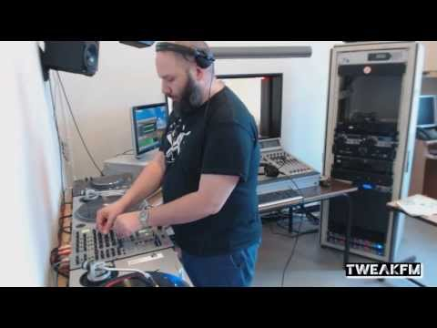 Prosumer in TweakFM (Ostgut Ton)