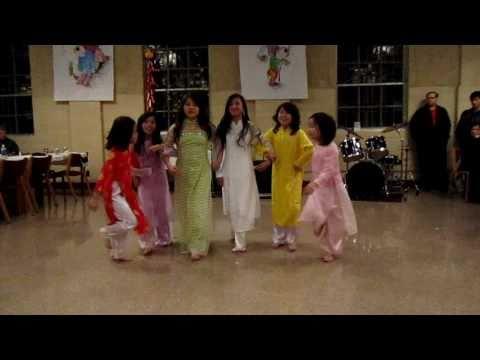 """TNTT Savio - """"Xuan Ve"""" New Year Dance 2011"""