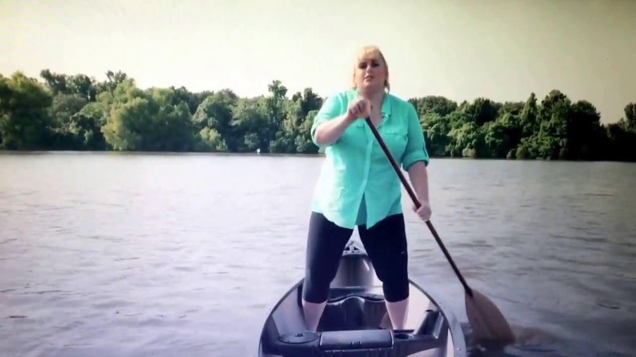 fat amy pitch perfect 2 boat