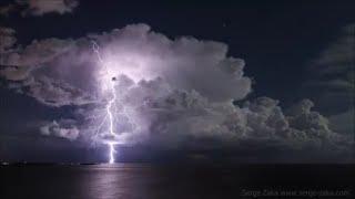 Time lapse Orage au large de Canne, un développement explosif d'éclair