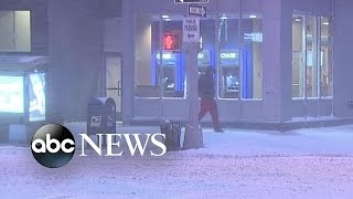 Snow Covers New York City |