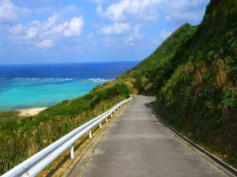 青い海へ下る道〜渡名喜島アンジェーラ浜へ
