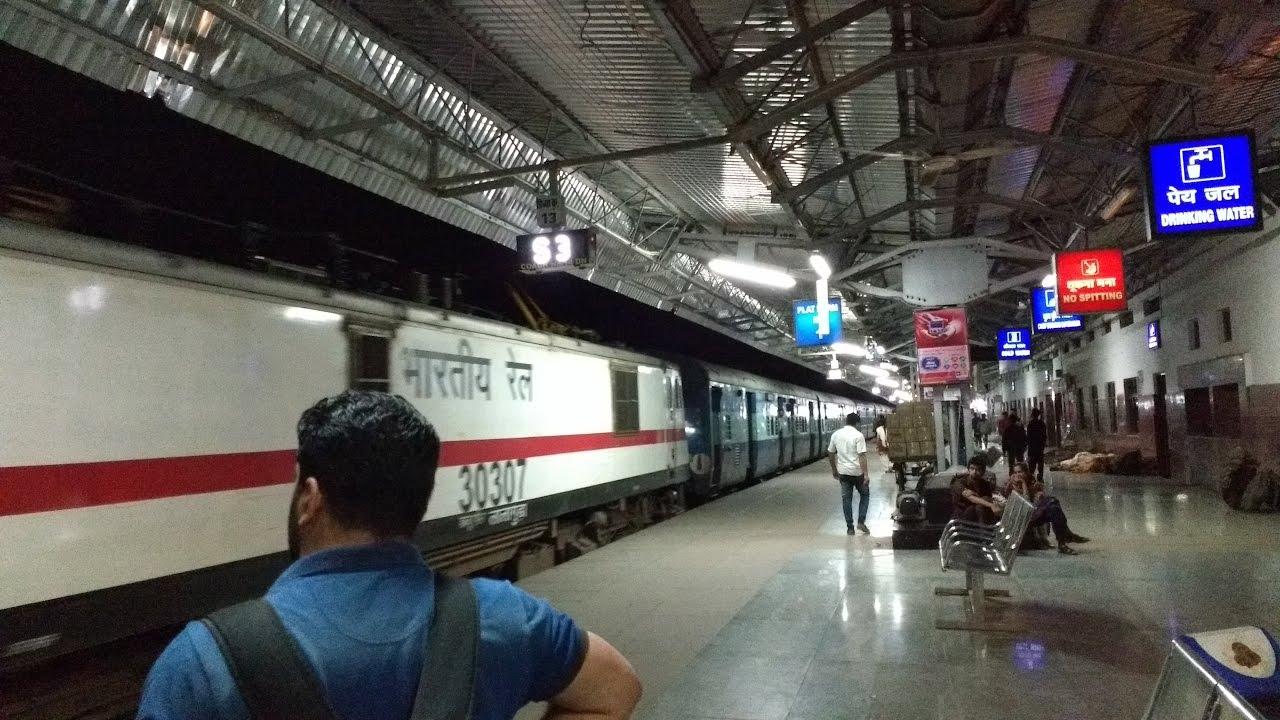 12591 Rapti Sagar Express Arrives At Bhopal